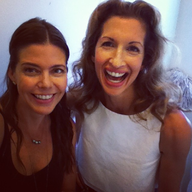 Meeting in the ladies room... <3 this lady! Stay tuned 4 our #nixtoxicpinksoap video! @AlysiaReiner @EvolueBeauty #orangeisthenewblack #oitnb #fig #naturalbeauty #greenbeauty #eco #ecoista