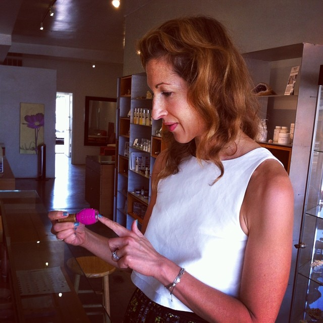 Always check ur labels, right @AlysiaReiner? @SheSwai is safer polish & gr8 colors! @EvolueBeauty #orangeisthenewblack #oitnb #fig #naturalbeauty #greenbeauty #eco #ecoista