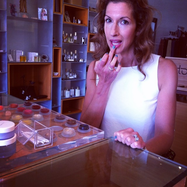 .@RMSBeauty 4evah (+accidental finger) @AlysiaReiner @EvolueBeauty #orangeisthenewblack #oitnb #fig #naturalbeauty #greenbeauty #eco #ecoista